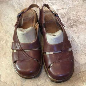 Ladies shoes maroon color sz 9/39 by Dansko